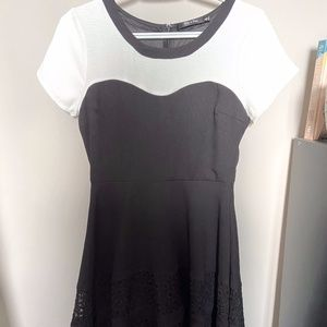 Doe & Rae Size Small black and white A-line dress